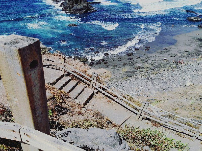 escaleras-de-bajada-a-la-playa-de-benijo-en-el-parque-rural-de-anaga