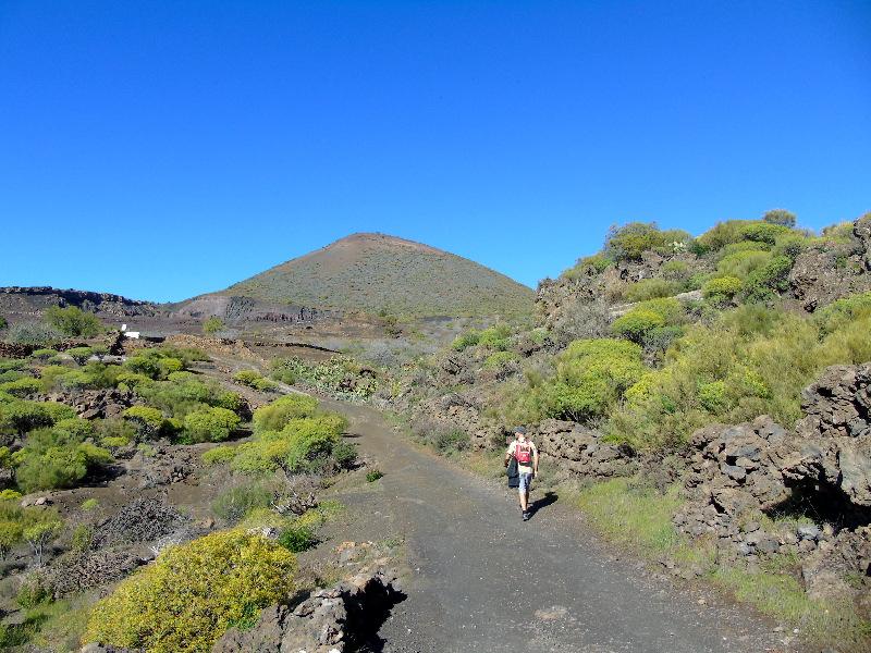 Ruta por la Montaña Bilma | Santiago del Teide | La Montaña Bilma al fondo