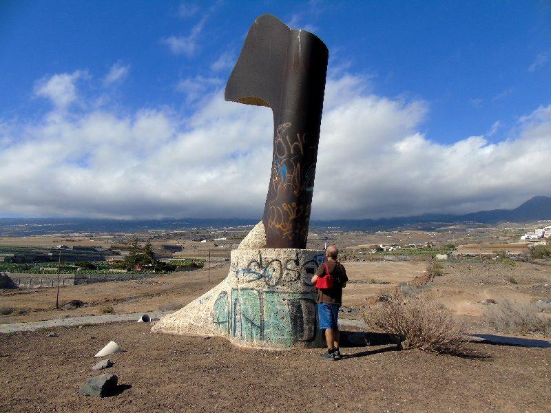 Playa de San Juan Tenerife | Escultura Alcaraván